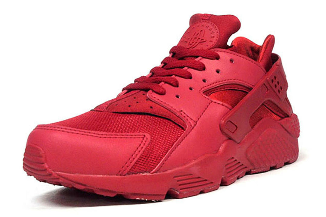 nike air huarache getting the all red treatment got. Black Bedroom Furniture Sets. Home Design Ideas