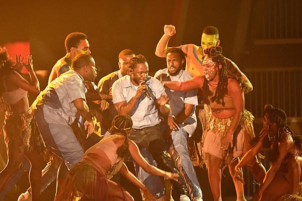 Hip-Hop Reacts to Kendrick Lamar's 2016 Grammy Awards ...