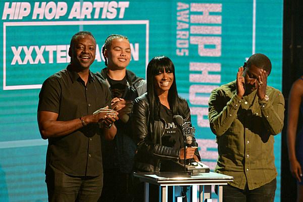 Xxxtentacion Wins Best New Hip Hop Artist At Bet Hip Hop
