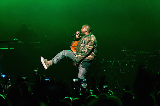 Kanye West Apologizes to Beck and Bruno Mars